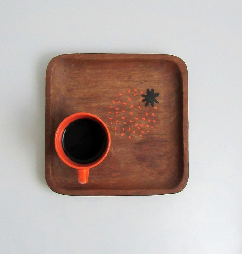 plat-decoré-pointillés-orange-objets-poetiques-cecile-chaumeil