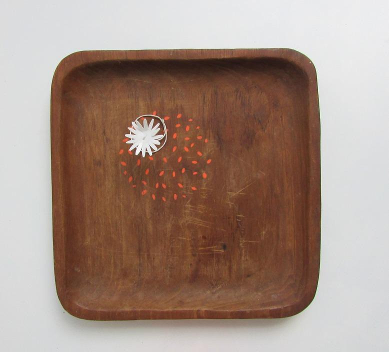 plat-decoré-pointillés-orange-2-objets-poetiques-cecile-chaumeil