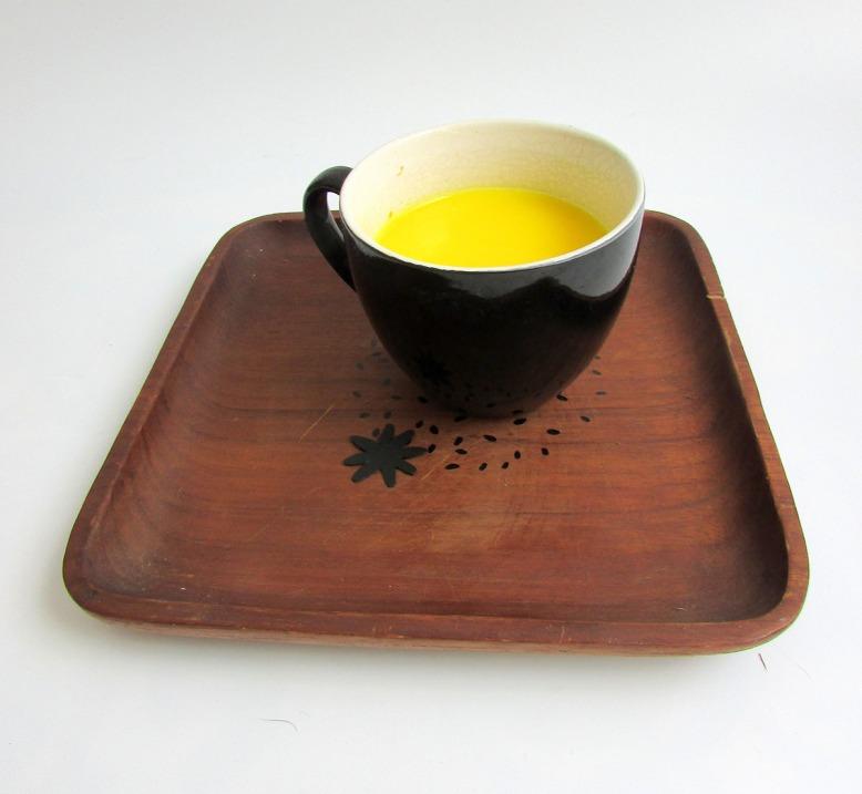 plat-décore-pointillés-noirs-objets-poetiques-cecile-chaumeil