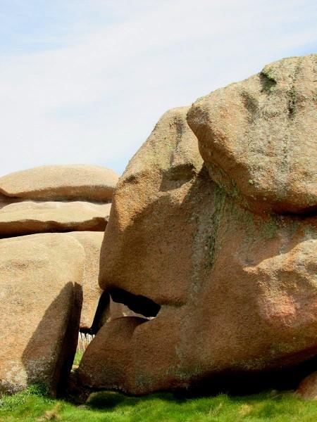 cote-de-granit-rose-rochers-objets-poetiques-vue-2