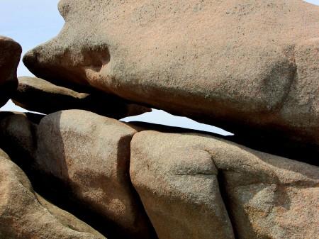 cote-de granit-rose-rochers-objets-poetiques-vue-13