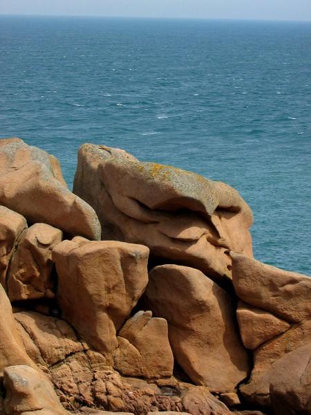 cote-de granit-rose-rochers-objets-poetiques-vue-6