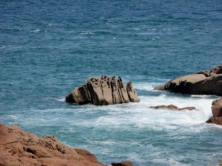 cote-de granit-rose-rochers-objets-poetiques-vue-7
