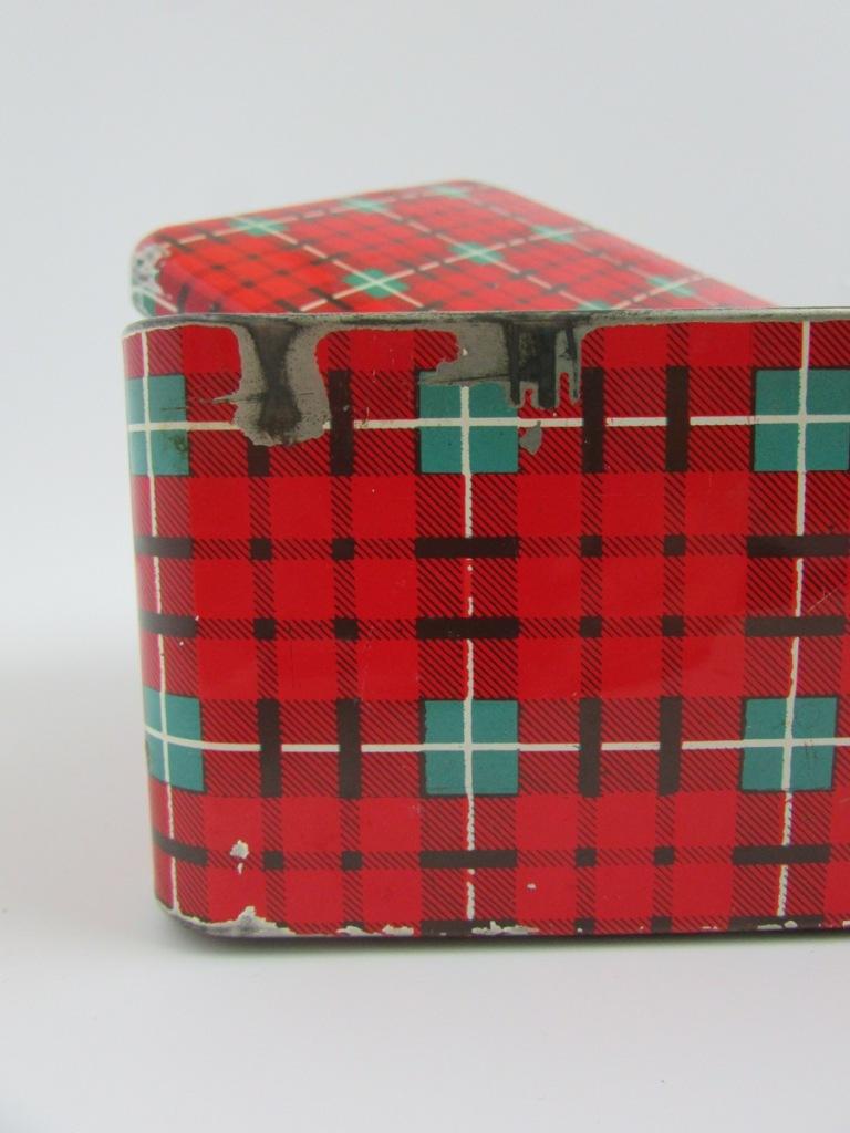 boite-en-metal-motif-ecossais-objets-poetiques-1